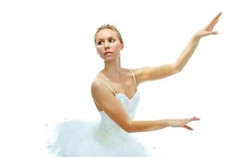 Ballerina tanzt auf weißen Hintergrund