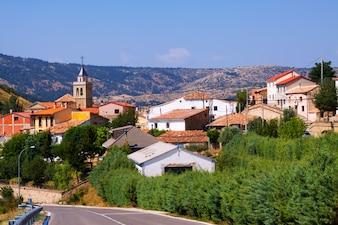 Berge Dorf am Sommertag. Frias de Albarracin