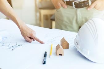 Bild der Ingenieursitzung für architektonisches Projekt.