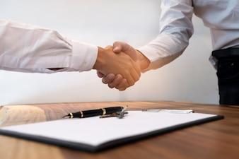 Bild Geschäftsmann Handshake. Geschäftspartnerschaftskonzept