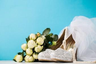 Braut Zubehör zusammen auf blau zusammen