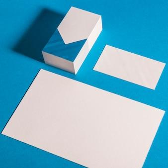 Briefpapier Mockup mit Visitenkarte und Banner