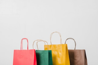 Bunte Papiertüten zum Einkaufen