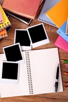 College-Schreibtisch mit Fotoalbum