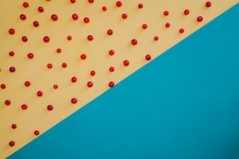 Diagonale geteilte rote Früchte Zusammensetzung