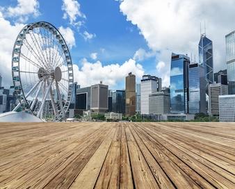 Die hohen Gebäude am Rande des Victoria Harbour in Hongkong, die moderne Stadt, China