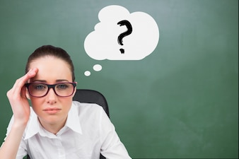 Eine Person Denken eines Fragezeichens