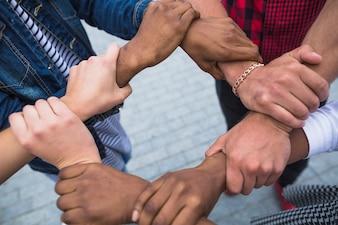 Ernte gestapelte Hände