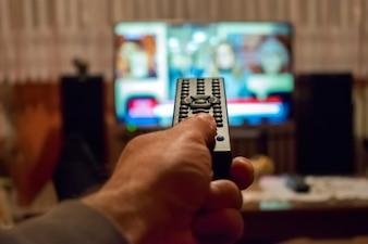 Fernsehen und Fernbedienung