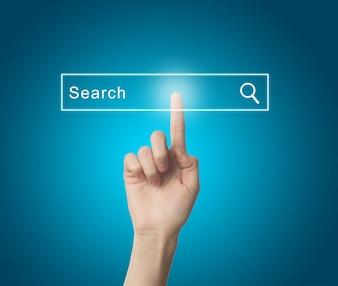 Finger eine Suchmaschine drücken