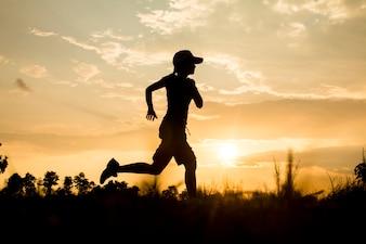 Fitness Silhouette Sonnenaufgang jogging Training Wellness-Konzept
