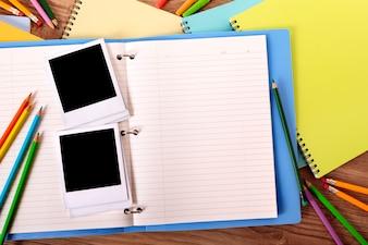Fotoalbum auf dem Schreibtisch