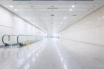 Gegenläufige Band Flughafen
