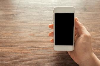 Hand mit einem Smartphone