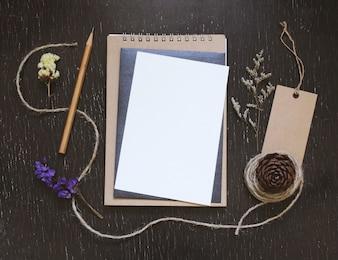 Handwerk und Schreibwaren Mockup für kreative Arbeit Design