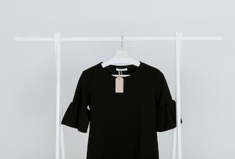 Hängende schwarze Bluse