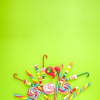 Haufen verschiedener Süßigkeiten