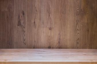 Holzbrett leeren Tisch mit hölzernen Hintergrund