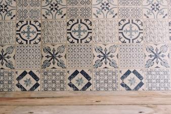 Hölzerne Textur und Mosaikfliesen