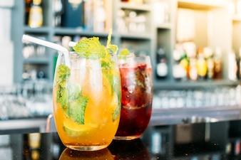 Iced Cocktails trinken Glas