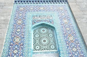 Islamische Moschee von einem Kragen aus einem Eingang