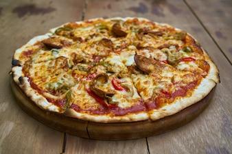 Italienisches Essen Holz Scheibe Pepperoni Gourmet