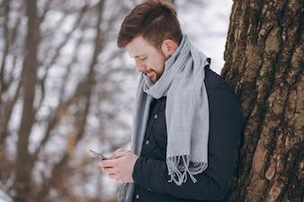 Junge im Winter