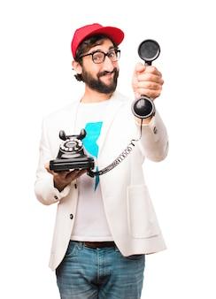 Junger verrückter Geschäftsmann mit Weinlesetelefon