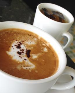 Kaffee mit grünem Tee