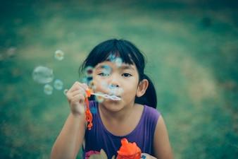 Kindheit Unschuld glücklich posiert Seife