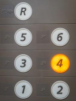 Knopf des Aufzugs.