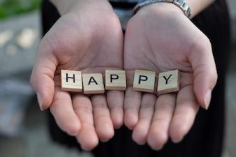 Konzept des glücklichen - hölzernen glücklichen Alphabet