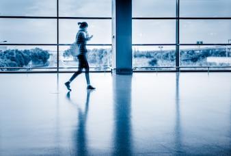 Leerer Korridor Der moderne Flughafen
