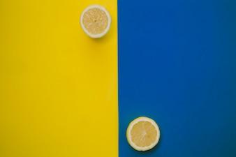 Lemmon und blaue Komposition