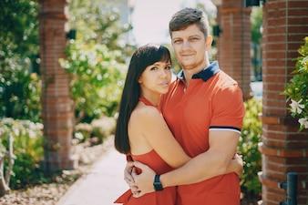 Liebespaar rotes Kleid