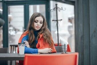 Mädchen im Cafe