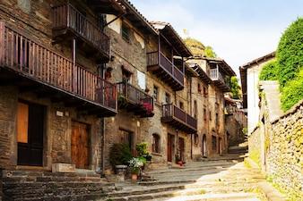 Malerische Aussicht auf das alte katalanische Dorf