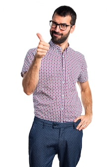 Mann mit Brille mit Daumen nach oben