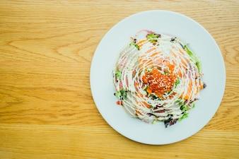 Meeresfrüchte Sashimi Salat