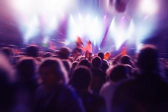 Menschen in einem Konzert
