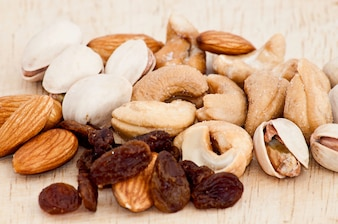 Mischung aus Rosinen, Mandelnuss, Cashew und Pistazien