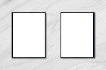Mock up leere Plakat Bilderrahmen hängen auf weiß Marmor Wand im Zimmer - kann verwendet werden Mockup für Montage Produkte Display und Design Key visuellen Layout.