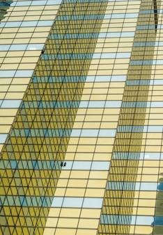 Moderne städtische Glasvorhangfassade, regelmäßig