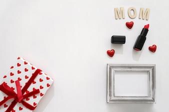 Mom Schriftzug, Lippenstift, Rahmen und Geschenk-Box