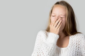 Müde Teenager Gähnen