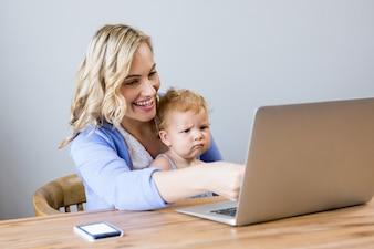 babykleidung vektoren fotos und psd dateien kostenloser download. Black Bedroom Furniture Sets. Home Design Ideas