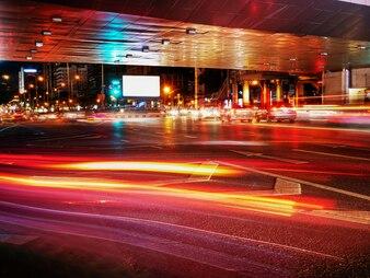 Nacht Verkehr in der Stadt Hintergrund