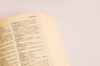 Nahaufnahme der Seite im Wörterbuch