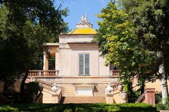 Neoklassizistischer Pavillon im Parc del Laberint de Horta