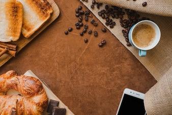 Oberfläche mit Frühstück und Leerzeichen für Vatertag